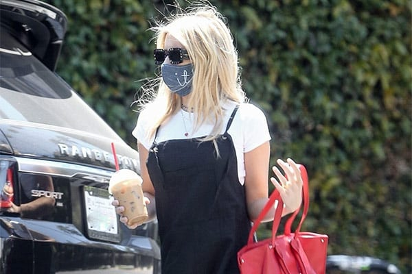 Emma Roberts Looks Uber-cool In Marc Jacobs Sunglasses